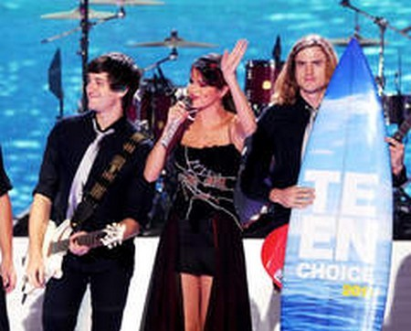 Selena Gomez Cleaned Up At The 2011 Teen Choice Awards