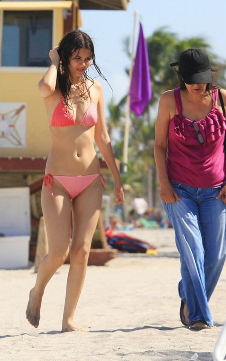 Victoria Justice spotted on Florida Beach & Other News!