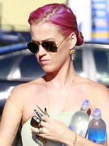 Katy Perry Debuts Pink Hair
