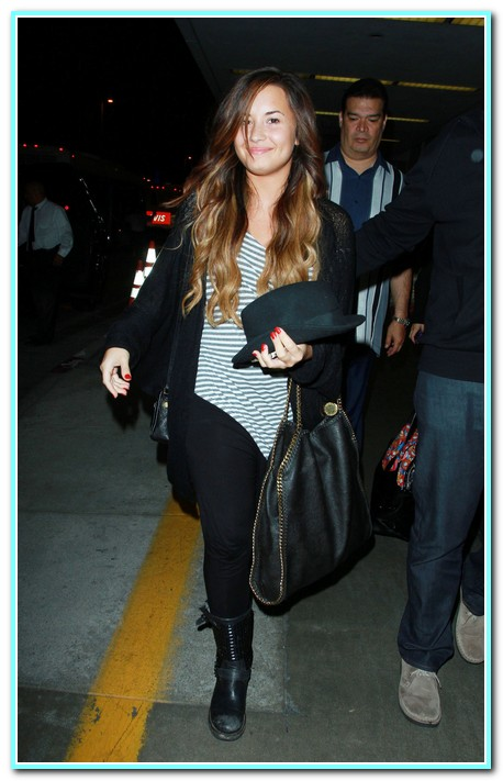 Demo Lovato Showed Off Her Lighter Hair Color!