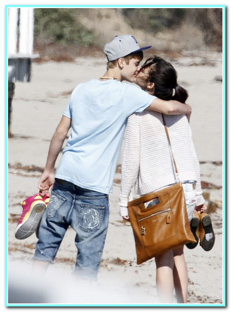 Justin Bieber And Selena Gomez Share A Romantic Kiss