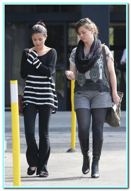 Selena Gomez Spotted out with her Mom in LA