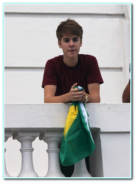 Justin Bieber Performs For His Fans From His Balcony