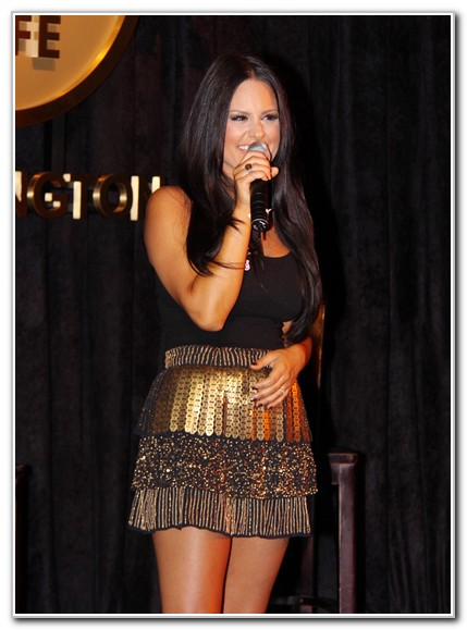 Pia Toscano Performs For Breast Cancer Pinktober!
