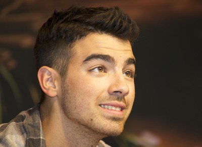 Who Is The Mystery Women Joe Jonas Was Seen With?