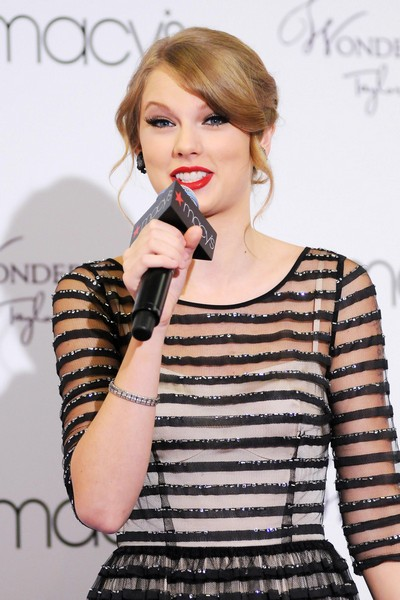 "Taylor Swift says she doesn't like to get drunk because ""it's just not cute."""