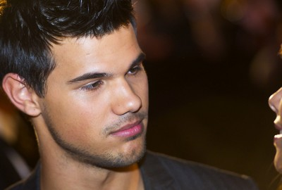 Taylor Lautner's Uses His Fame To Make Freinds