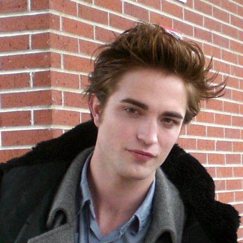 Robert Pattinson Admits It is Too Hard For Him To Keep Abs