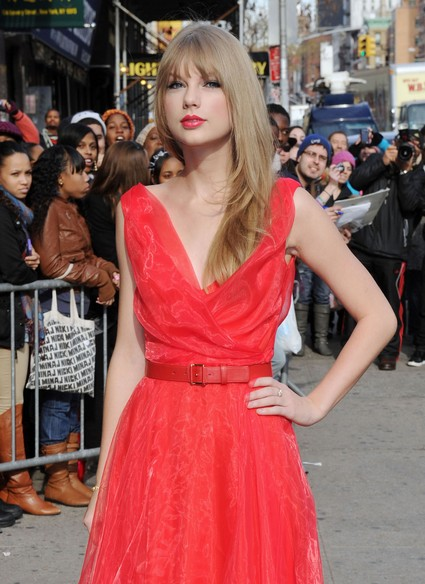 Taylor Swift Says She Writes Songs By Moonlight