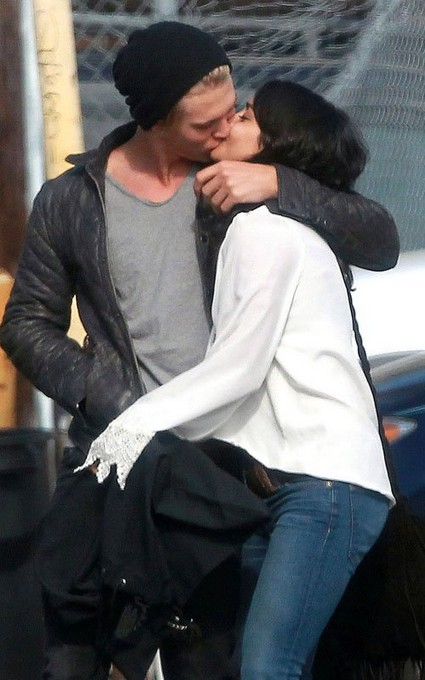 Vanessa Hudgens & BF Austin Butler Pack On the PDA!