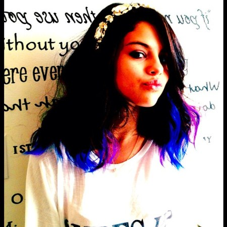 Selena Gomez Dyes Her Hair Blue (Photo)