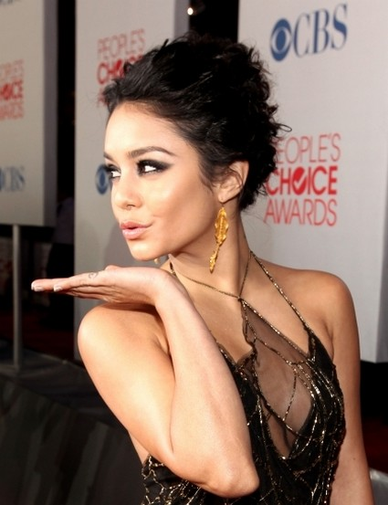 Vanessa Hudgens Likes Drawing On Herself