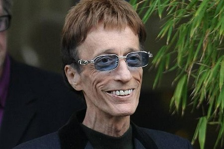 Robin Gibb Hanging On To 'Flicker of Life'