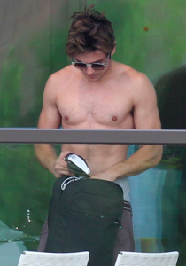 Zac Efron Shirtless in Sydney