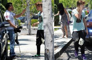 Justin Bieber Attacks Papparazzo