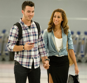 'Married to Jonas' Premieres Tonight