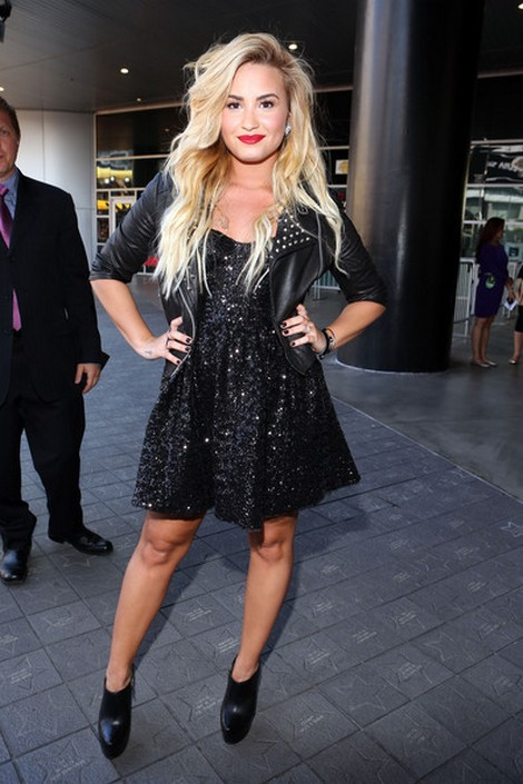 Demi Lovato is a Clutz and Owns It!