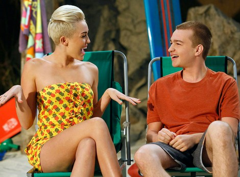 New Pictures with Miley Cyrus on 'Two and a Half Men'