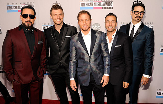 Backstreet Boys Reuinte, Preform Christmas Time Again At Disney Land
