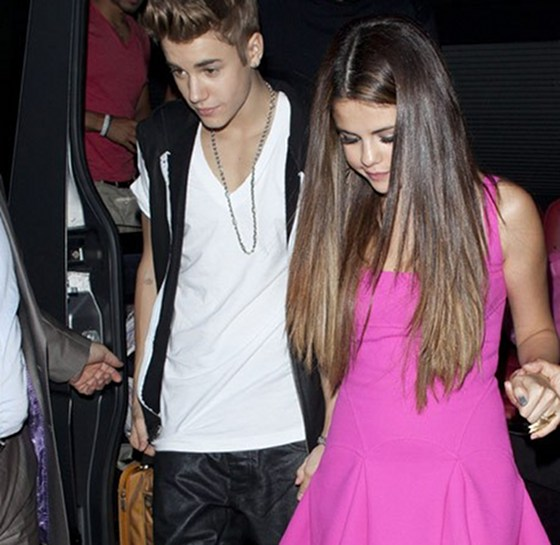 Justin Bieber Working Overtime To Prove His Love To Selena Gomez