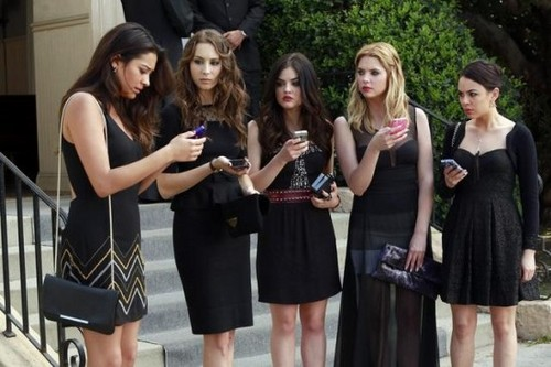 "Pretty Little Liars Season 4 Premiere ""A is for A-L-I-V-E"" RECAP 6/11/13"