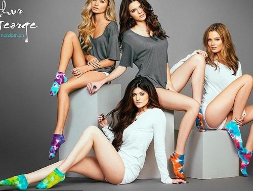Kendall Jenner Promotes Rob Kardashian's Sock Line (PHOTO)
