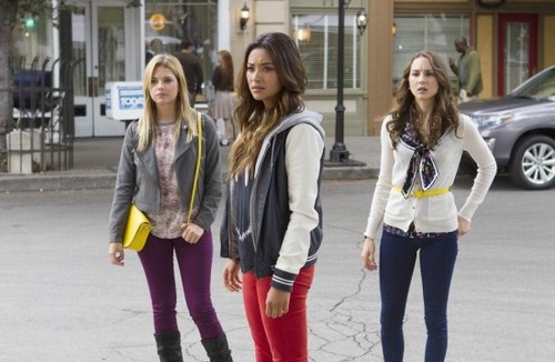 "Pretty Little Liars Season 4 Finale ""Now You See Me, Now You Don't"" Recap 8/27/13"