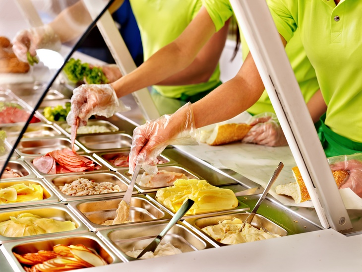 Teaching Your Kids to Choose Healthy in the Cafeteria