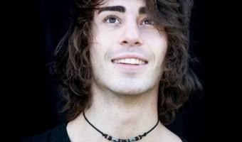 Nick de la Hoyde – Smooth Voice, Unique Style