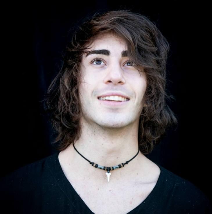 Nick de la Hoyde - Smooth Voice, Unique Style